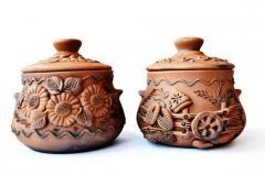 Глиняная посуда ручной работы.
