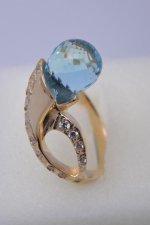 Кольцо золотое с натуральными камнями