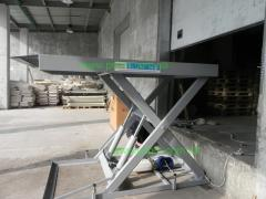 Tables are lifting hydraulic