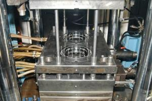 Compression molds for molding under pressure