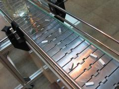 Conveyors, conveyors with a steel tape for piece