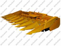 Corn harvester, harvester for cleaning of corn of