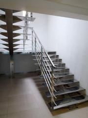 Лестница из нержавеющего металла