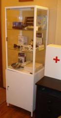 Шкаф медицинский одностворчатый с сейфом ШМ