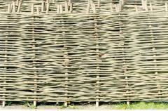 Забор плетеный из лозы