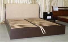 Double beds: A bed Victoria with a box for linen