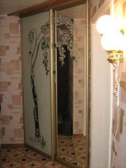 Шкаф-купе зеркальный встроенный на 2 двери