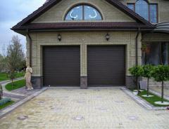 Ворота гаражные секционные  RAL8014