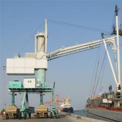 Installation for unloading of the vessels