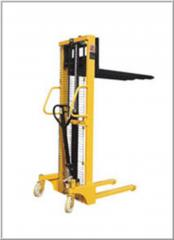 Pilers hydraulic manual for movement the pallet of