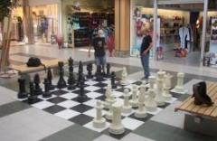Minigolf, floor chess, checkers, backgammon, pass