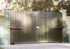 Ворота распашные автоматические с калиткой