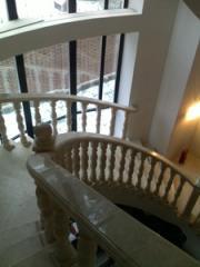 Лестницы из мрамора и гранита Мраморные лестницы и