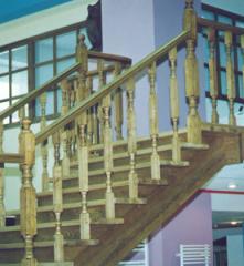 Лестница классическая на косоурах