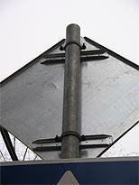 Стойки для дорожных знаков