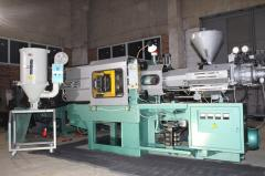 Equipment for molding plastic