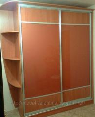 Шкаф-купе со вставками из крашенного стекла