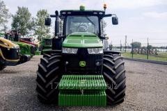 John Deere 8320 R tractor