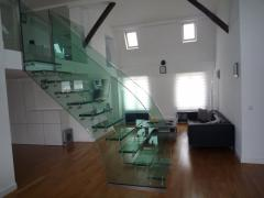 Steps, handrail, descend