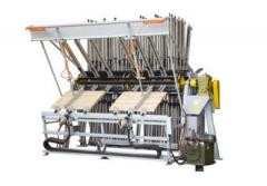 Press hydraulic for gluing together of a board