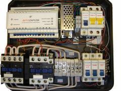 Three-phase AVR