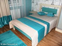 Покрывало и подушка  с бело-голубыми полосами
