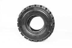 Tires for telescopic loaders