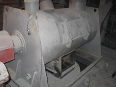 Mixers for preparation of dry mixes