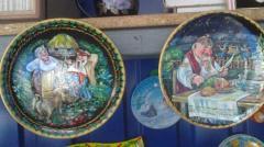 Plates souvenir F =17sm and 24 cm