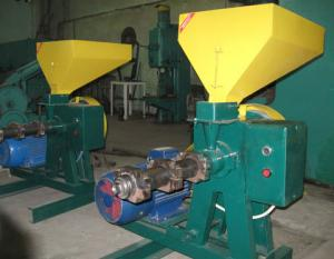 Extruders for production of compound feeds