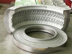 Sector compression mold for automobile tires