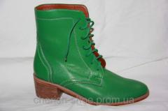 Shoe boots on a thick heel female