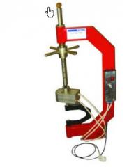 Tire fitting equipment
