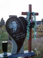 Памятник гранитный сердце