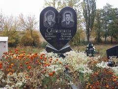 Памятник гранитный Сердце двойной