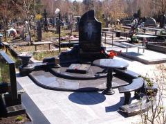 Мемориальный комплекс со столом