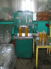 Semi-automatic pouring of the RP-600 sunflower oil