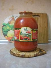 Томатный сок, томатный сок с солью в стеклянной