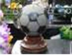 Мяч футбольный из гранита