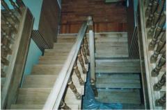 Лестница дубовая с баллюстрадой