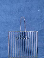 Решетка барбекю из нержавеющей стали, изготавливаются под заказ с необходимыми размерами.Изготовим мангалы, барбекю, шашлычницы, коптильни из нержавеющей стали по индивидуальному заказу.