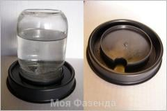Automatic drinking bowl for birds and chickens