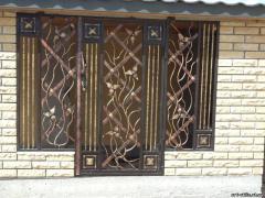 Решетка на окно из художественной ковки № 2