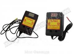 Digital temperature regulator for an incubator