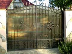 Ворота распашные кованые с поликарбонатом
