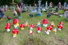 Jewelry, figures, figurines for a garden