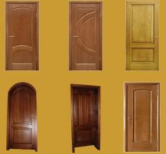 Двери квартирные деревянные
