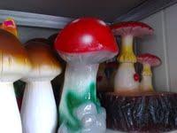 Garden figures (mushrooms)