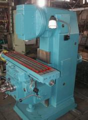 The machine vertically milling 6P11,