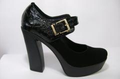 Черные туфли на устойчивом каблуке, из натуральной
